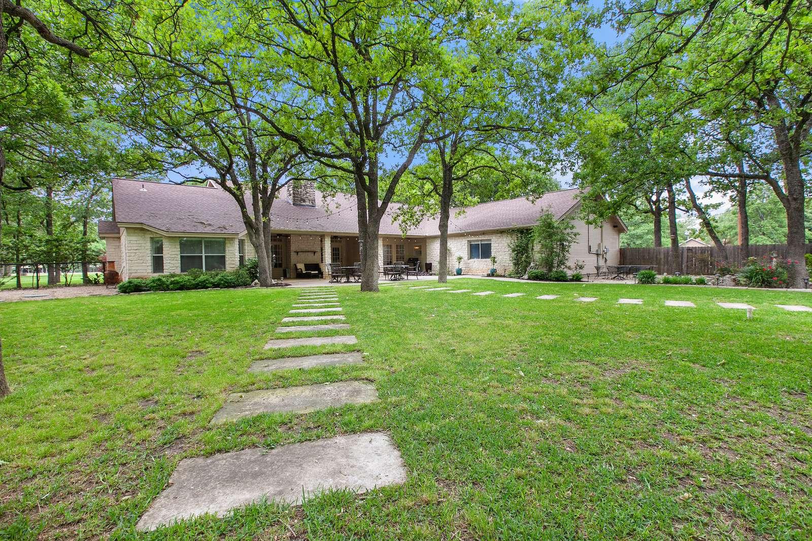 Acreage home Georgetown TX