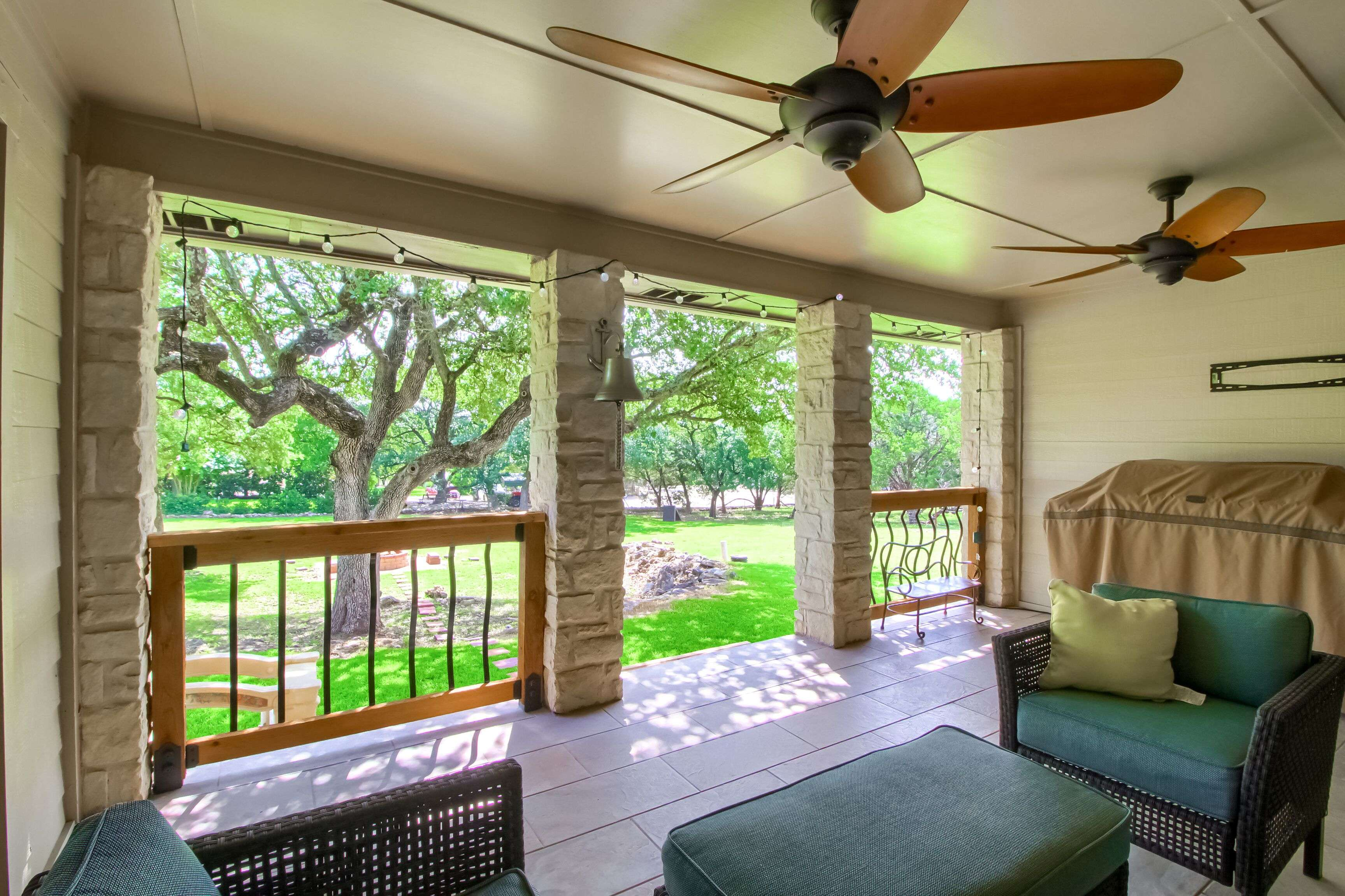 410 Twin Springs Georgetown TX acreage home