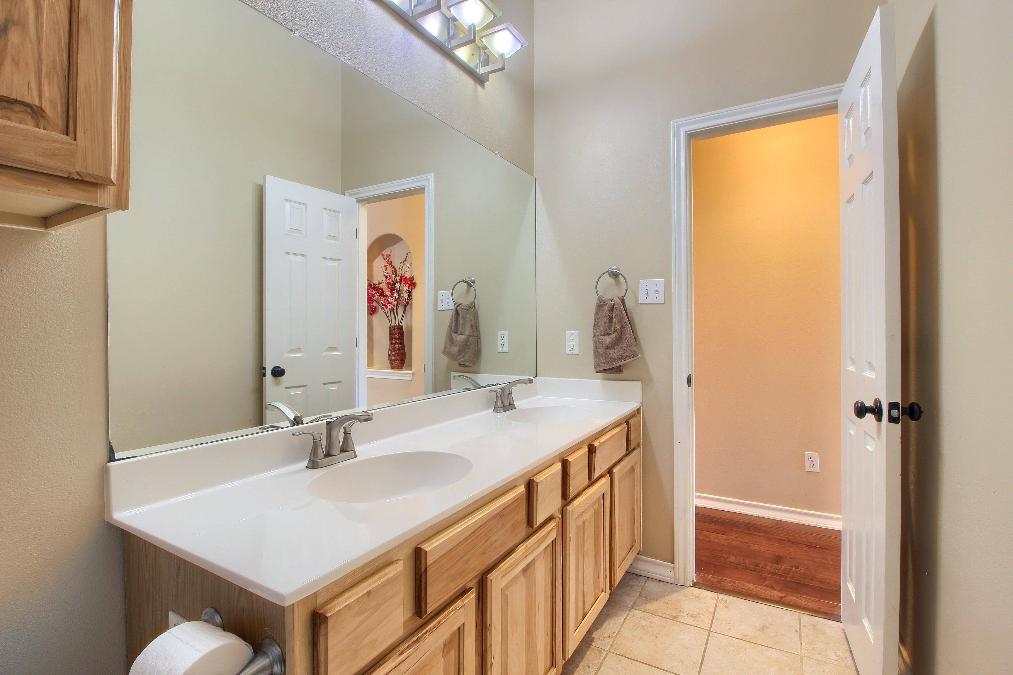 Stuart Sutton sells acreage homes Liberty Hill TX