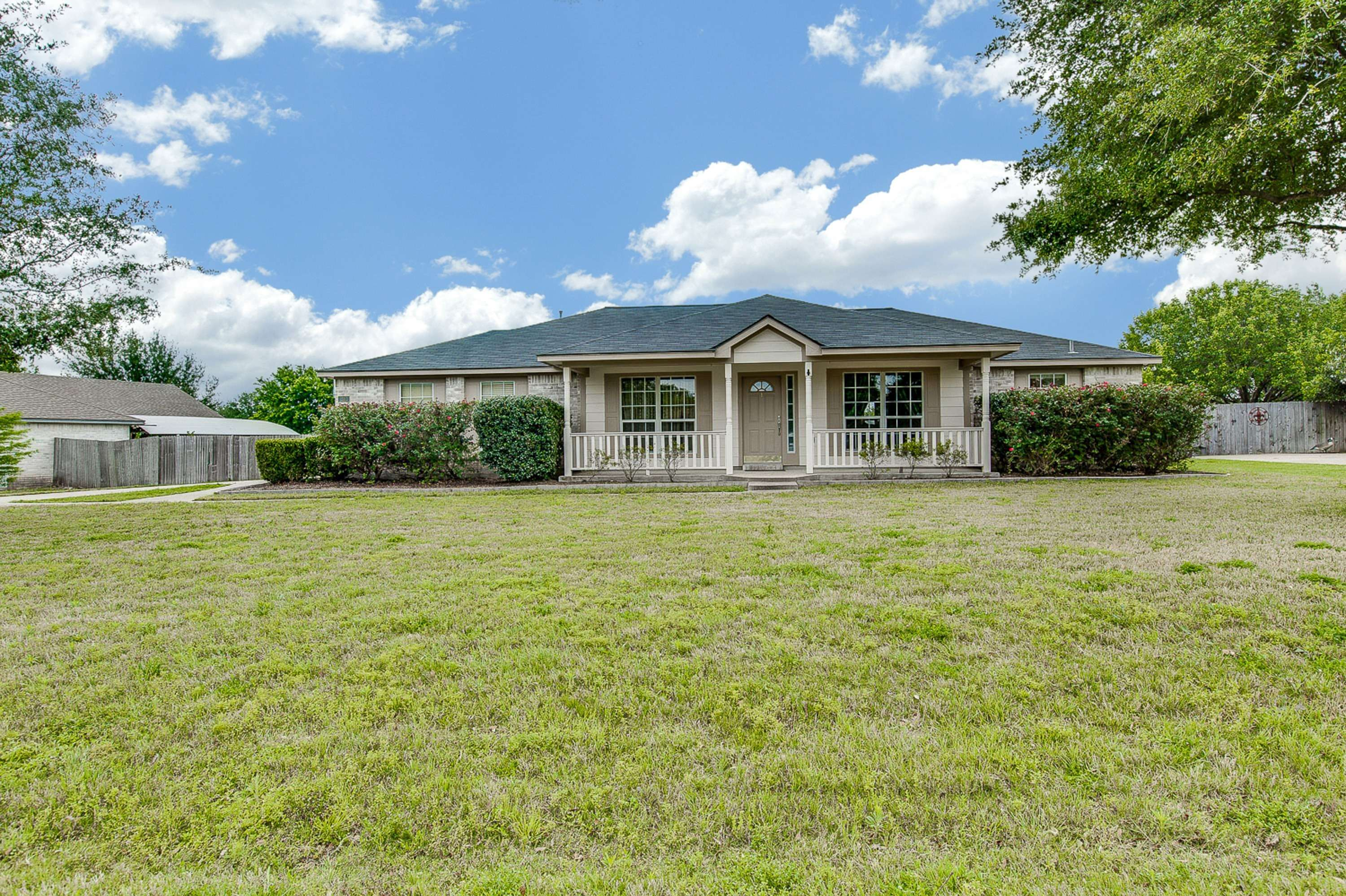 Round Rock Tx home on acreage