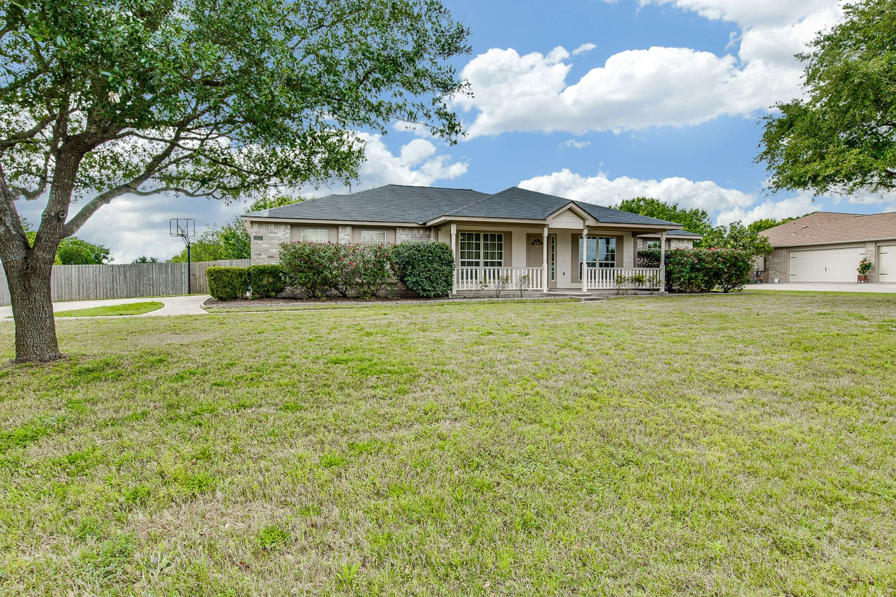 ome for sale on acreage Round Rock TX