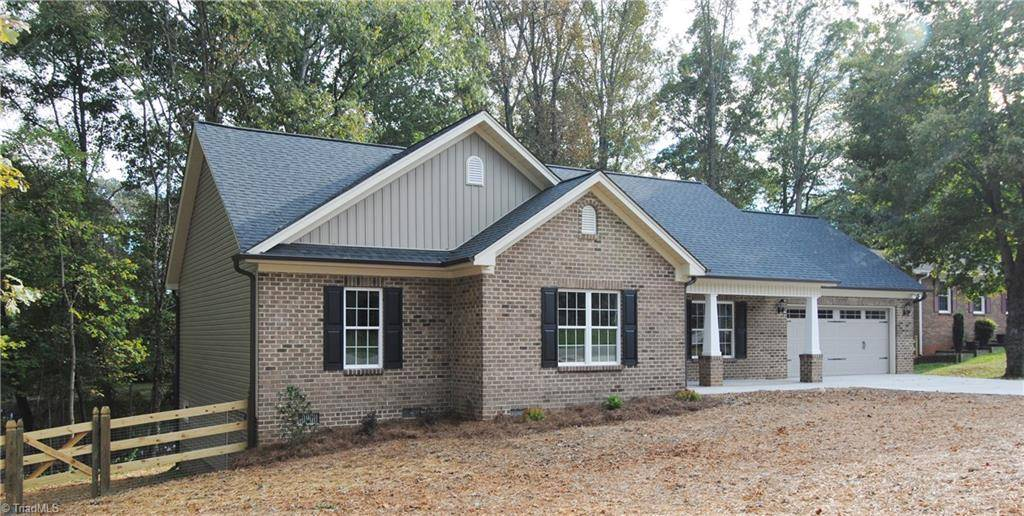 6729 rollingwood drive clemmons nc 27012 mls 908560 for Wheelchair accessible homes for sale near me