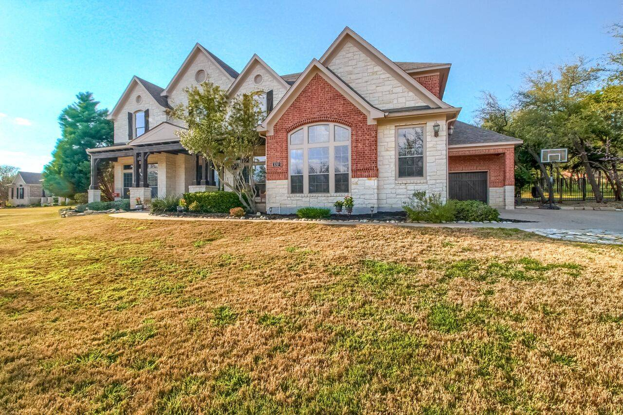 Leander TX home on acreage