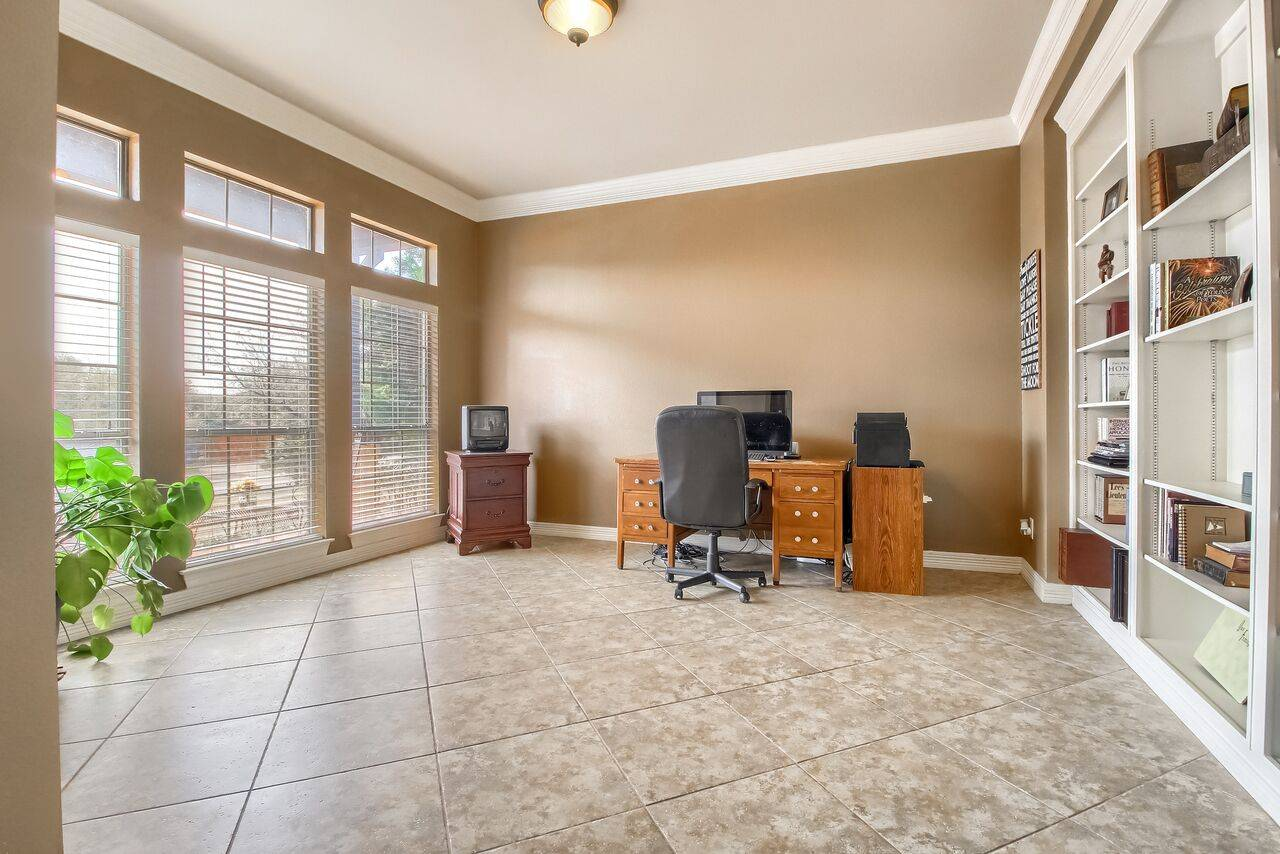 Grand Mesa Leander TX acreage home for sale