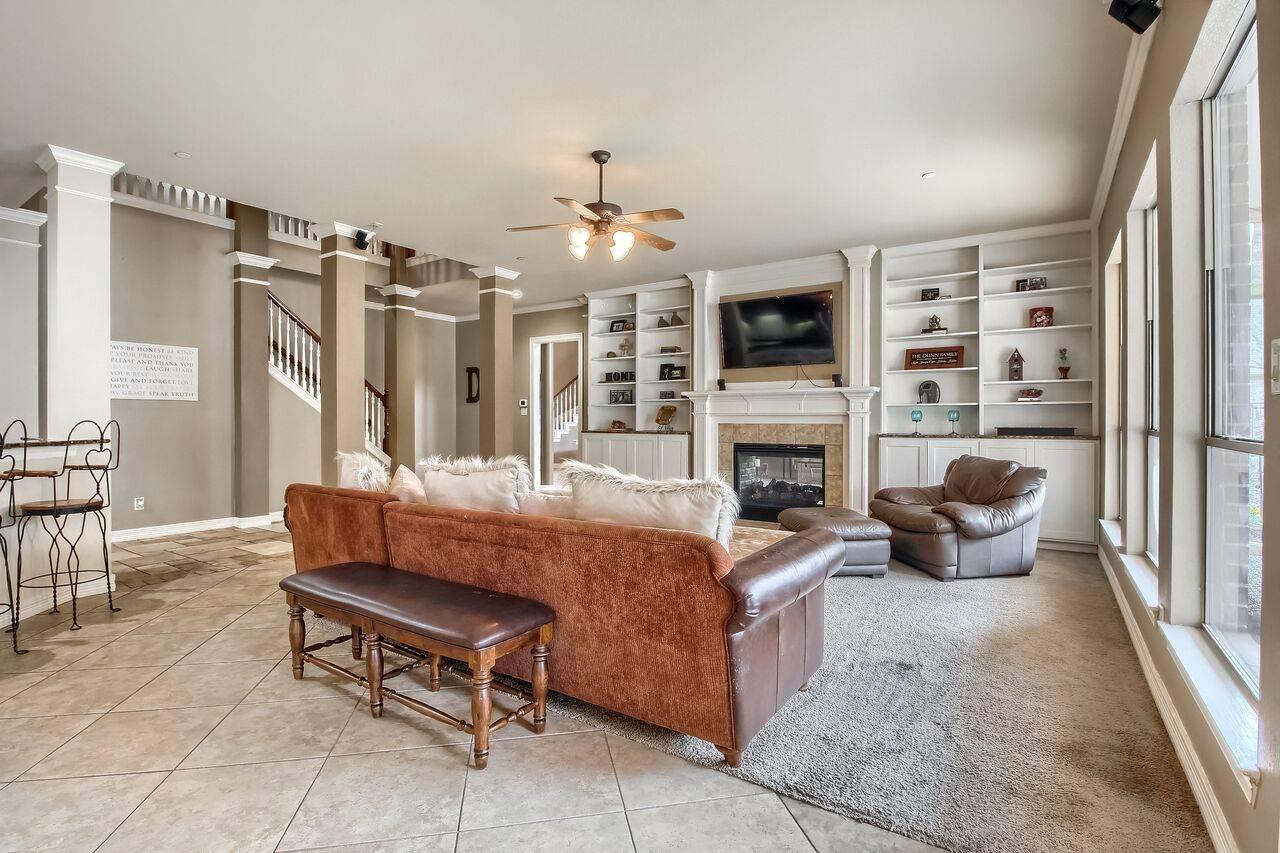 Leander TX home on acreage