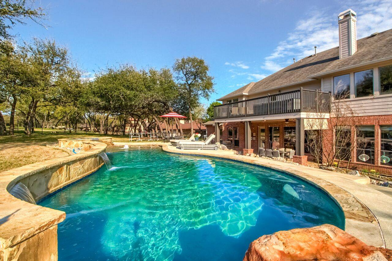 Grand Mesa Leander TX acreage home