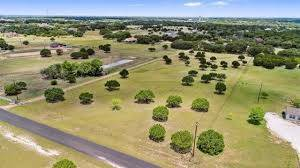 homes on acreage Austin TX