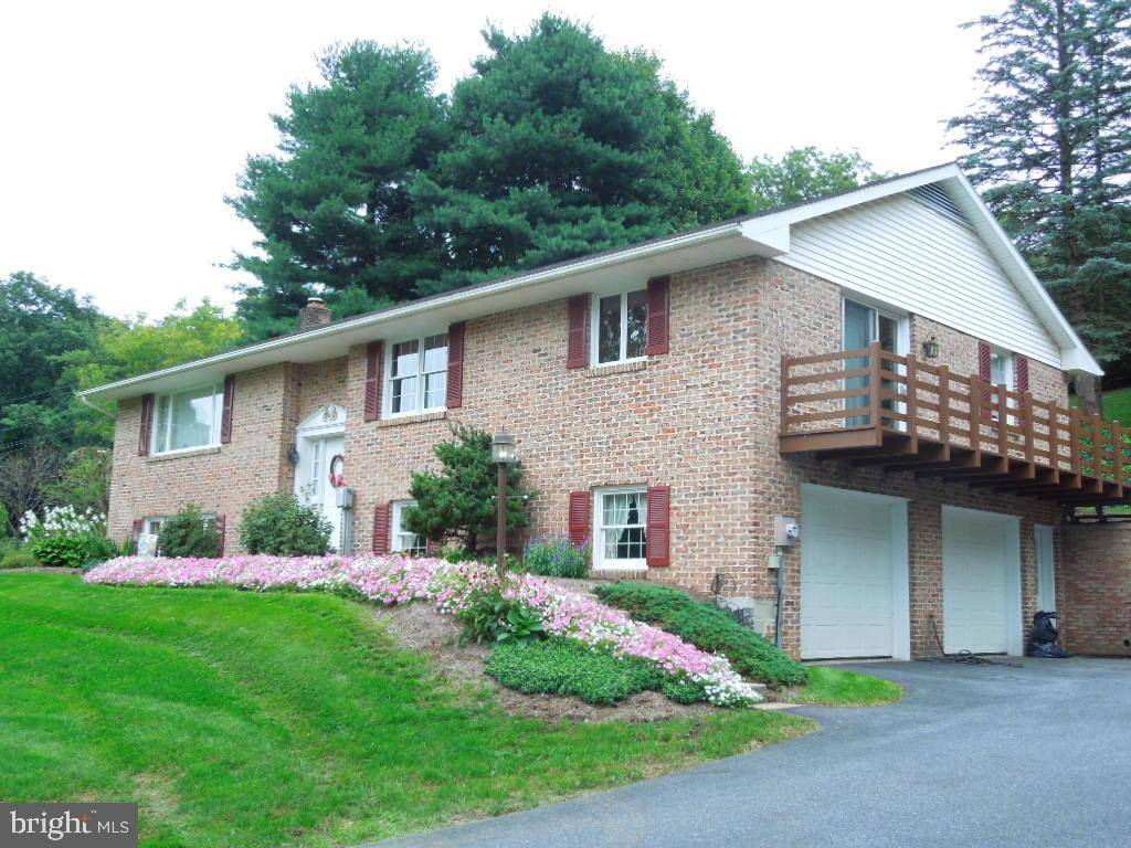 110 MAPLE DR, New Holland, PA 17557 – $250,000